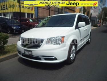 Foto venta Auto usado Chrysler Town and Country Touring Piel 3.6L (2016) color Blanco precio $380,000