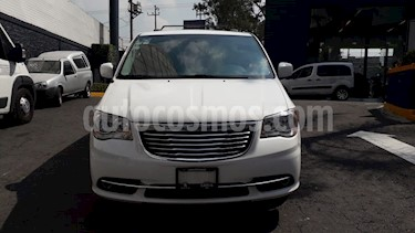 Foto venta Auto Seminuevo Chrysler Town and Country Touring Piel 3.6L (2016) color Blanco precio $394,900