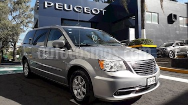 Foto venta Auto Seminuevo Chrysler Town and Country Touring Piel 3.6L (2013) color Plata Martillado precio $234,900