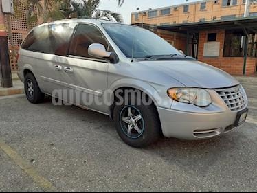 Chrysler town and country mini van usado (2006) color Gris precio BoF5.500