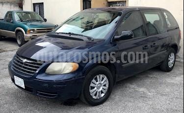 Foto venta Auto usado Chrysler Voyager 3.3L Base (2005) color Azul precio $60,000