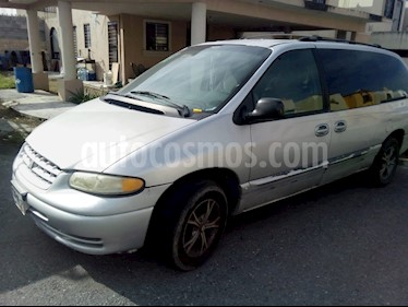 Foto venta Auto usado Chrysler Voyager 3.3L LX (Family Comfort) (2000) color Gris Plata  precio $37,000