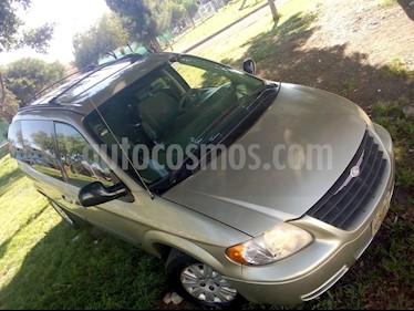 Foto venta Auto Seminuevo Chrysler Voyager 3.3L LX (Family Comfort) (2006) color Bronce precio $78,000