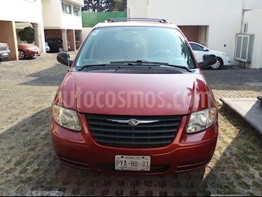 Foto venta Auto usado Chrysler Voyager 3.3L LX (Family Comfort) (2006) color Rojo precio $83,500