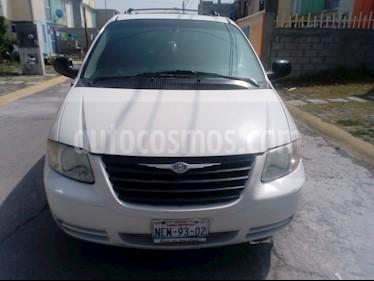 Foto venta Auto usado Chrysler Voyager 3.3L LX (2004) color Blanco precio $65,000