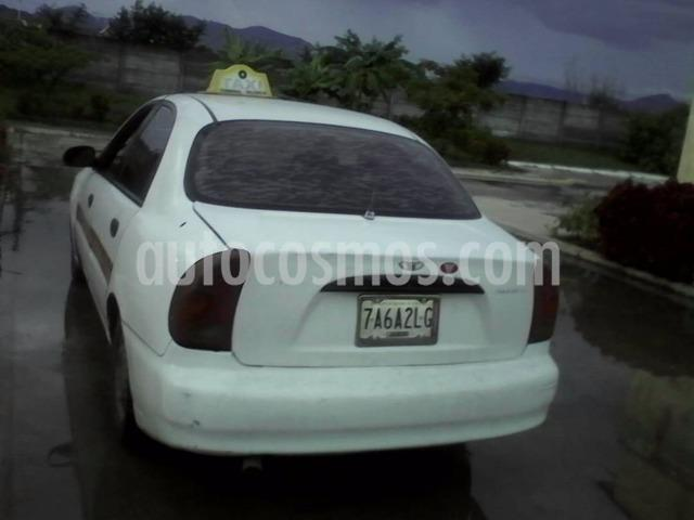 Daewoo Lanos SE Sinc. usado (2002) color Blanco precio BoF800
