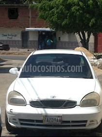 Foto venta carro usado Daewoo Nubira CDX Sinc. (2001) color Blanco precio u$s1.000
