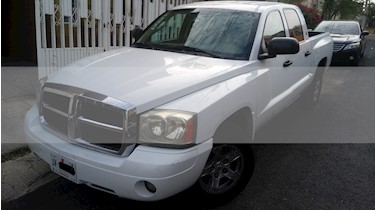 Foto Dodge D-150 L6 Pick-up Adventurer aut usado (2006) color Blanco precio $128,000