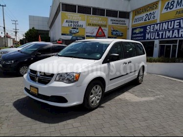 Foto venta Auto usado Dodge Grand Caravan 5p SE V6/3.6 Aut (2017) color Blanco precio $335,000