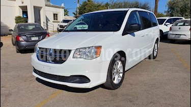 Dodge Grand Caravan 5p SXT Plus V6/3.6 Aut usado (2017) color Blanco precio $229,800