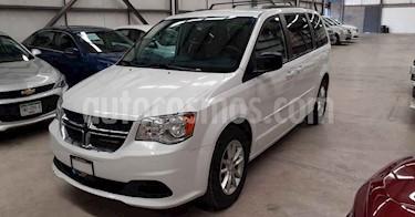 Dodge Grand Caravan 5p SXT V6/3.6 Aut usado (2017) color Blanco precio $254,900