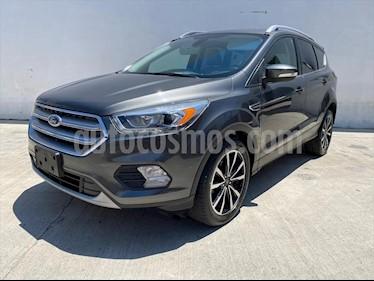 Ford Escape Titanium usado (2017) color Gris Oscuro precio $330,000