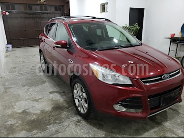 Ford Escape Titanium EcoBoost usado (2014) color Rojo Rubi precio $230,000