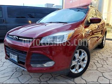 Foto Ford Escape SE Plus con techo panoramico usado (2013) color Rojo precio $185,000