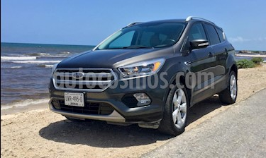 Foto Ford Escape Trend Advance usado (2017) color Gris Nocturno precio $307,000