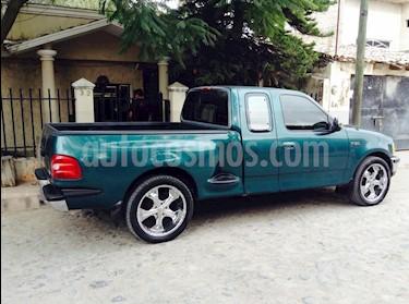 Ford F-150 Cabina y Media 4x2 V8 usado (1997) color Verde precio $90,000