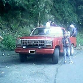 Foto venta carro usado Ford F-150 Pick-up L6,4.9 S 1 3 (1980) color Rojo precio u$s1.350