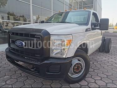 Ford F-350 XL 5.4L Chasis usado (2016) color Blanco Oxford precio $420,000