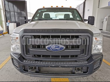 Ford F-350 XL 5.4L Chasis usado (2016) color Blanco Oxford precio $420,000