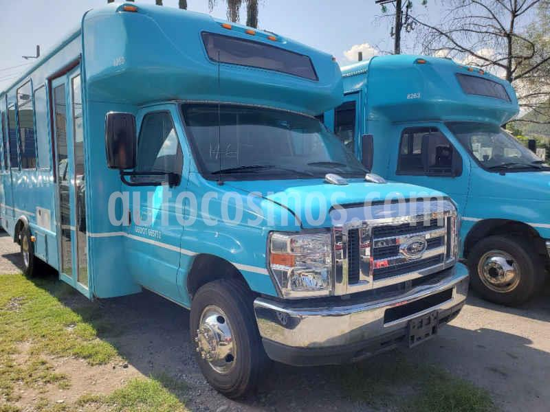 Ford F-450 7.3L Aut usado (2015) color Azul precio $239,000