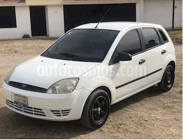 Foto venta Auto usado Ford Fiesta Hatchback First Ac (2006) color Blanco precio $49,000