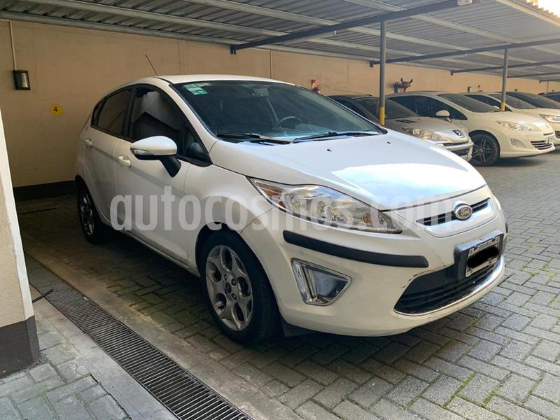 Ford Fiesta Kinetic Sedan Titanium usado (2013) color Blanco precio $850.000