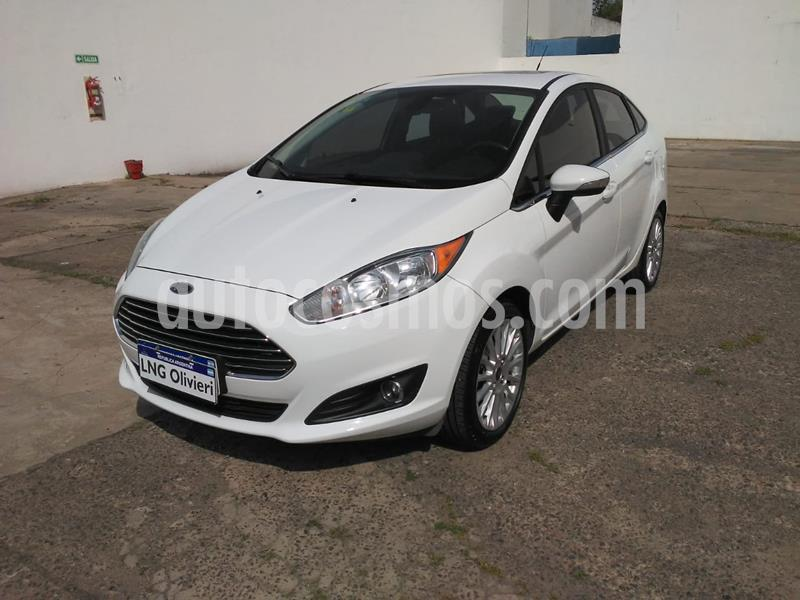 Ford Fiesta Kinetic Sedan Titanium usado (2016) color Blanco Oxford precio $1.177.000