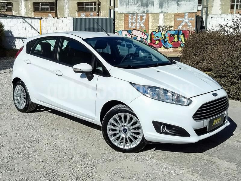 Ford Fiesta Kinetic Sedan SE Plus Aut usado (2017) color Blanco precio $560.000