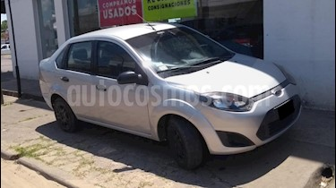 Foto venta Auto usado Ford Fiesta Kinetic Sedan SE Plus  (2012) color Gris Claro precio $200.000