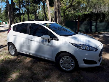 Ford Fiesta Kinetic Sedan SE Plus  usado (2015) color Blanco Oxford precio $599.000