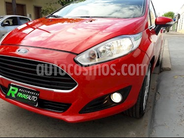 Foto Ford Fiesta Kinetic Sedan SE Plus  usado (2015) color Rojo precio $375.000