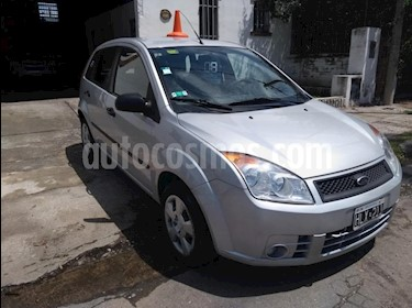 Foto venta Auto usado Ford Fiesta Kinetic Sedan SE Plus  (2008) color Gris Claro precio $150.000