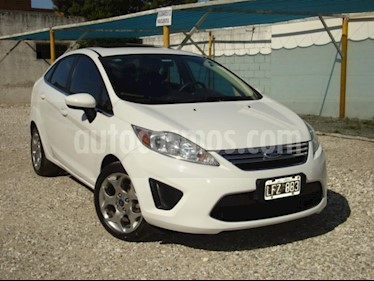Foto venta Auto Usado Ford Fiesta Kinetic Sedan SE Plus  (2012) color Blanco precio $157.000