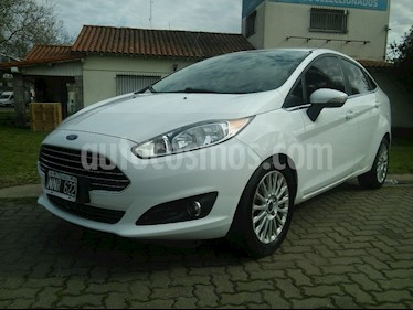 Foto venta Auto usado Ford Fiesta Kinetic Sedan Titanium (2014) color Blanco Oxford precio $390.000