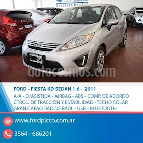 Foto Ford Fiesta Kinetic Sedan Trend Plus usado (2011) color Gris Claro