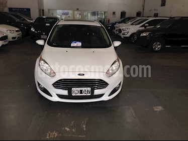 Ford Fiesta Kinetic Titanium Powershift usado (2015) color Blanco Oxford precio $650.000