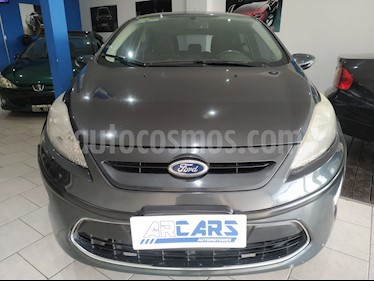 Ford Fiesta Kinetic Titanium usado (2011) color Gris precio $395.000