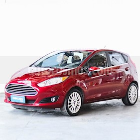 Ford Fiesta Kinetic Titanium Powershift usado (2015) color Rojo Sport precio $640.000