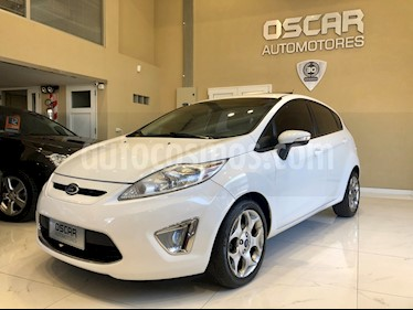 Ford Fiesta Kinetic Titanium usado (2012) color Blanco Oxford precio $479.000