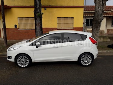 foto Ford Fiesta Kinetic SE  usado (2015) color Blanco Oxford precio $750.000