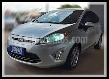 Ford Fiesta Kinetic Titanium usado (2012) color Gris Claro precio $493.000