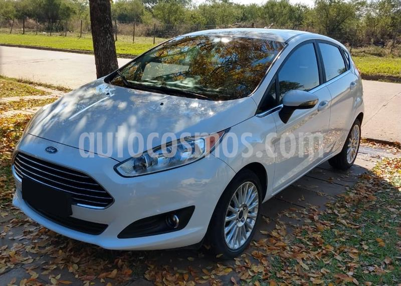 Ford Fiesta Kinetic Titanium Powershift usado (2017) color Plata Estelar precio $970.000