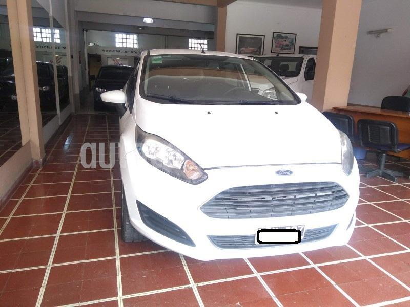 Ford Fiesta Kinetic SE  usado (2014) color Blanco precio $850.000