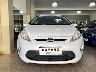 Ford Fiesta Kinetic Titanium usado (2013) color Blanco Oxford precio $560.000
