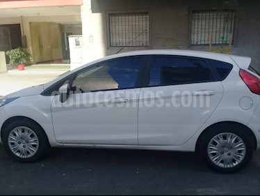 Ford Fiesta Kinetic S usado (2017) color Blanco Oxford precio $699.900