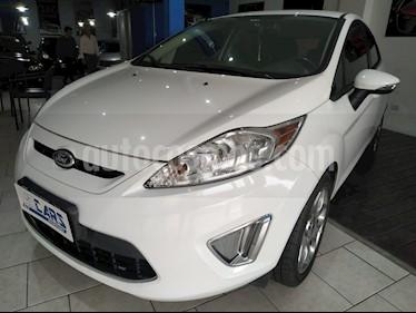 Ford Fiesta Kinetic Titanium usado (2013) color Blanco precio $498.000