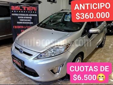 Ford Fiesta Kinetic Titanium usado (2012) color Gris Claro precio $580.000