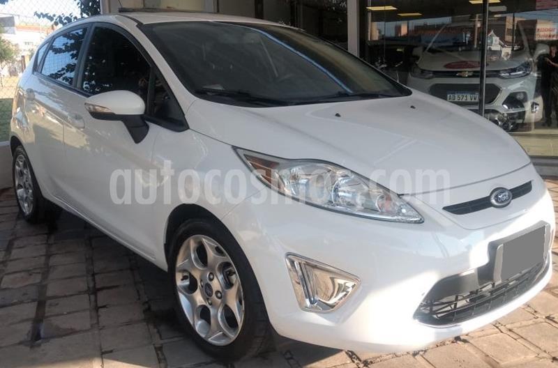 Ford Fiesta Kinetic Titanium usado (2013) color Blanco precio $695.000