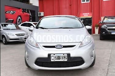 Foto Ford Fiesta Kinetic Titanium usado (2013) color Gris Claro precio $410.000