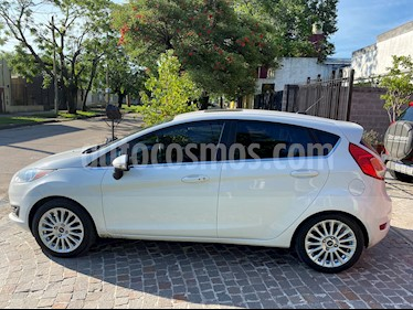 Ford Fiesta Kinetic Titanium Powershift usado (2017) color Blanco Oxford precio $695.000